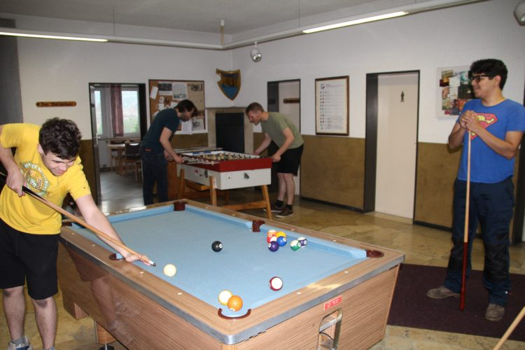 Aktive Billiard+Tischkicker